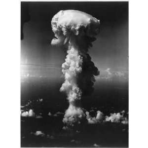 Mushroom Cloud,Bikini Atoll after 1946 atom bomb test: Home & Kitchen
