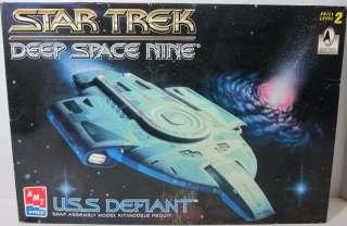 1996 AMT ERTL STAR TREK Deep Space Nine U.S.S. DEFIANT MODEL KIT USS