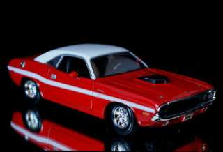 1970 Dodge Challenger R/T Diecast 124 Scale MAISTO Red/White