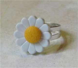 Vtg 1960s Daisy~Groovy Hippy Flower Power~Ring