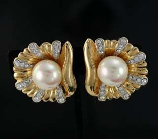 Vintage Signed 13mm Pearl Rhinestone Crystal Shell Clip Dimensional