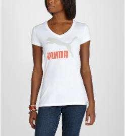 Camiseta con logo y escote en V